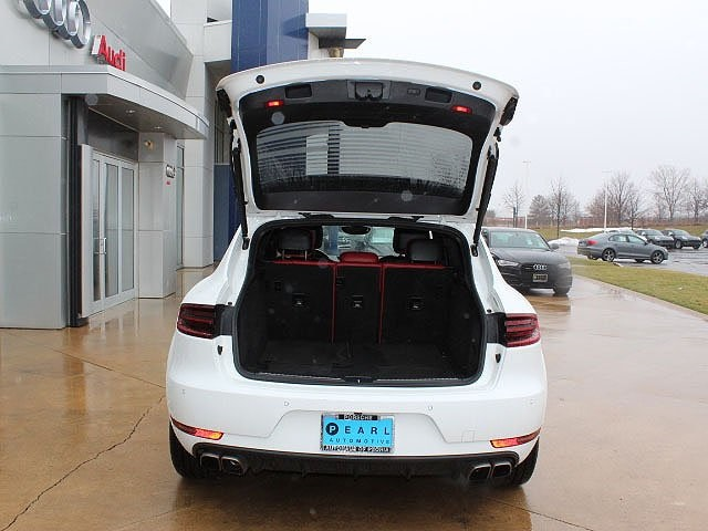 Pre-Owned 2016 Porsche Macan Turbo